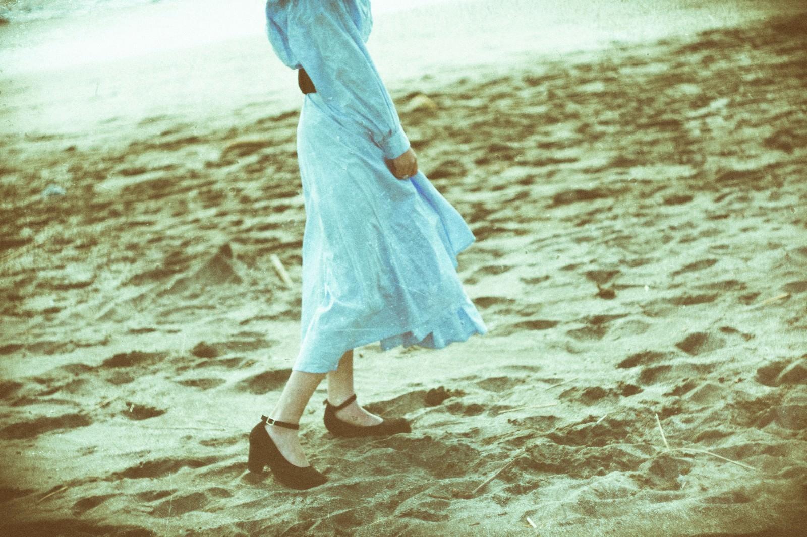「砂浜を彼女と歩く記録」の写真
