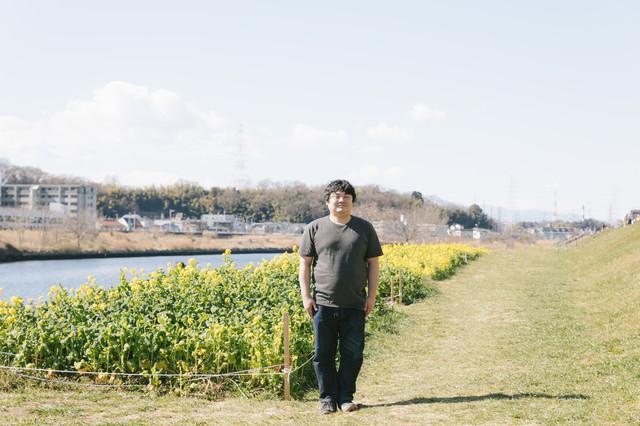 コテハンに憧れてお花畑の前で立ってみました。の写真