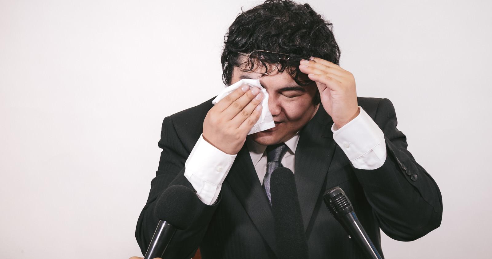 「会見中にお涙ちょうだいの演出会見中にお涙ちょうだいの演出」[モデル:段田隼人]のフリー写真素材を拡大
