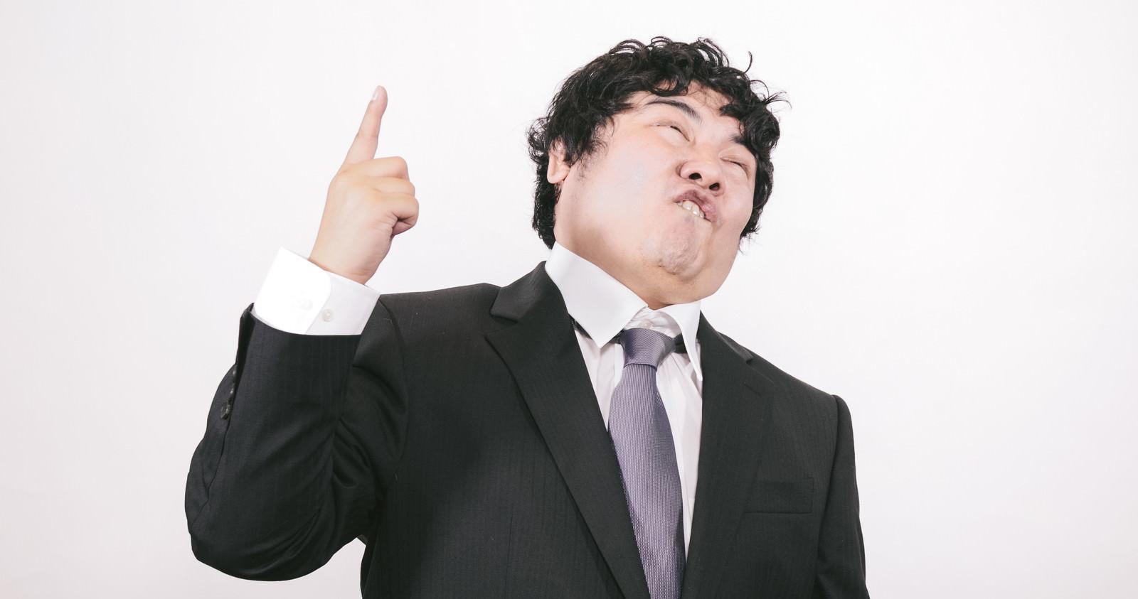 「過激な発言で世間の注目を集めるビジネスマン」の写真[モデル:段田隼人]
