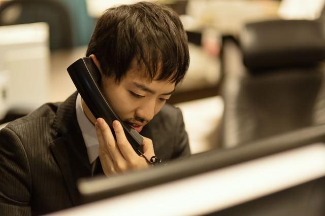 クライアントとの電話対応の写真