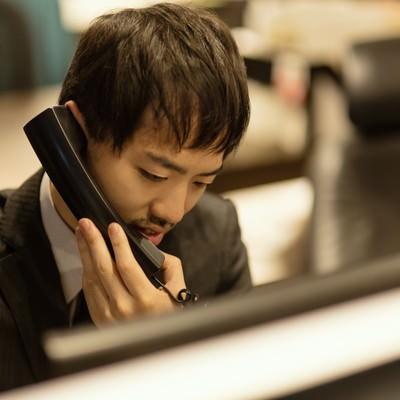 「クライアントとの電話対応」の写真素材