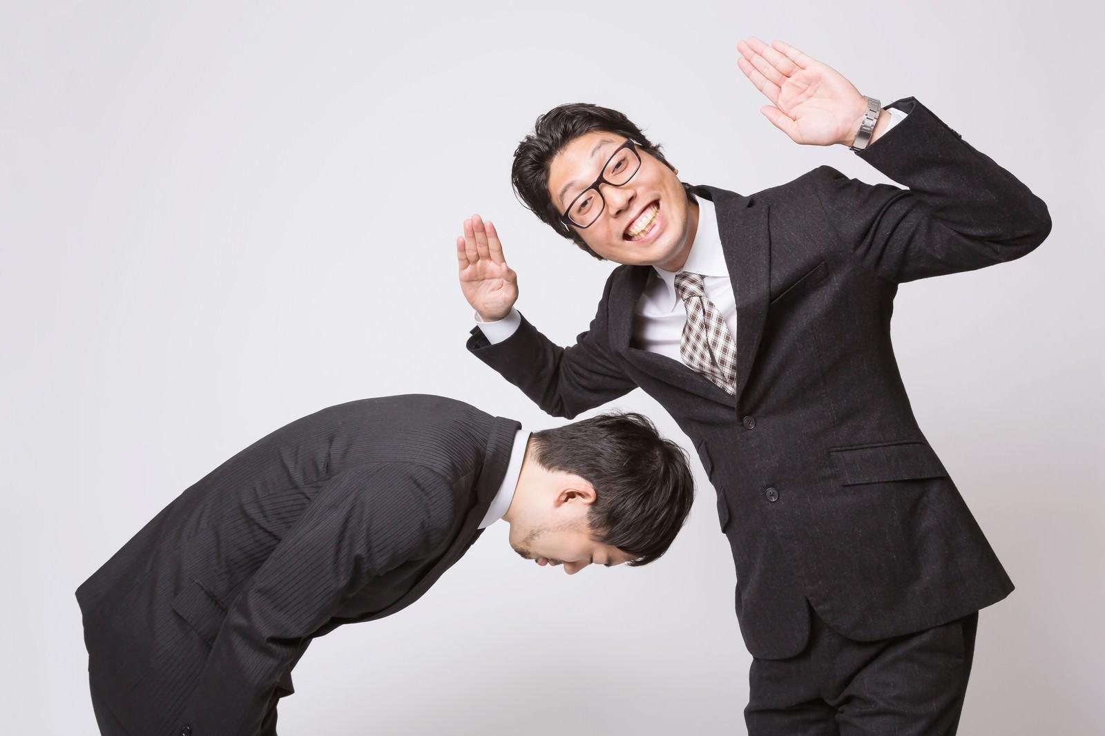 「謝罪をさせて勝ちほこるビジネスマン謝罪をさせて勝ちほこるビジネスマン」[モデル:ひろゆき  紳さん]のフリー写真素材を拡大
