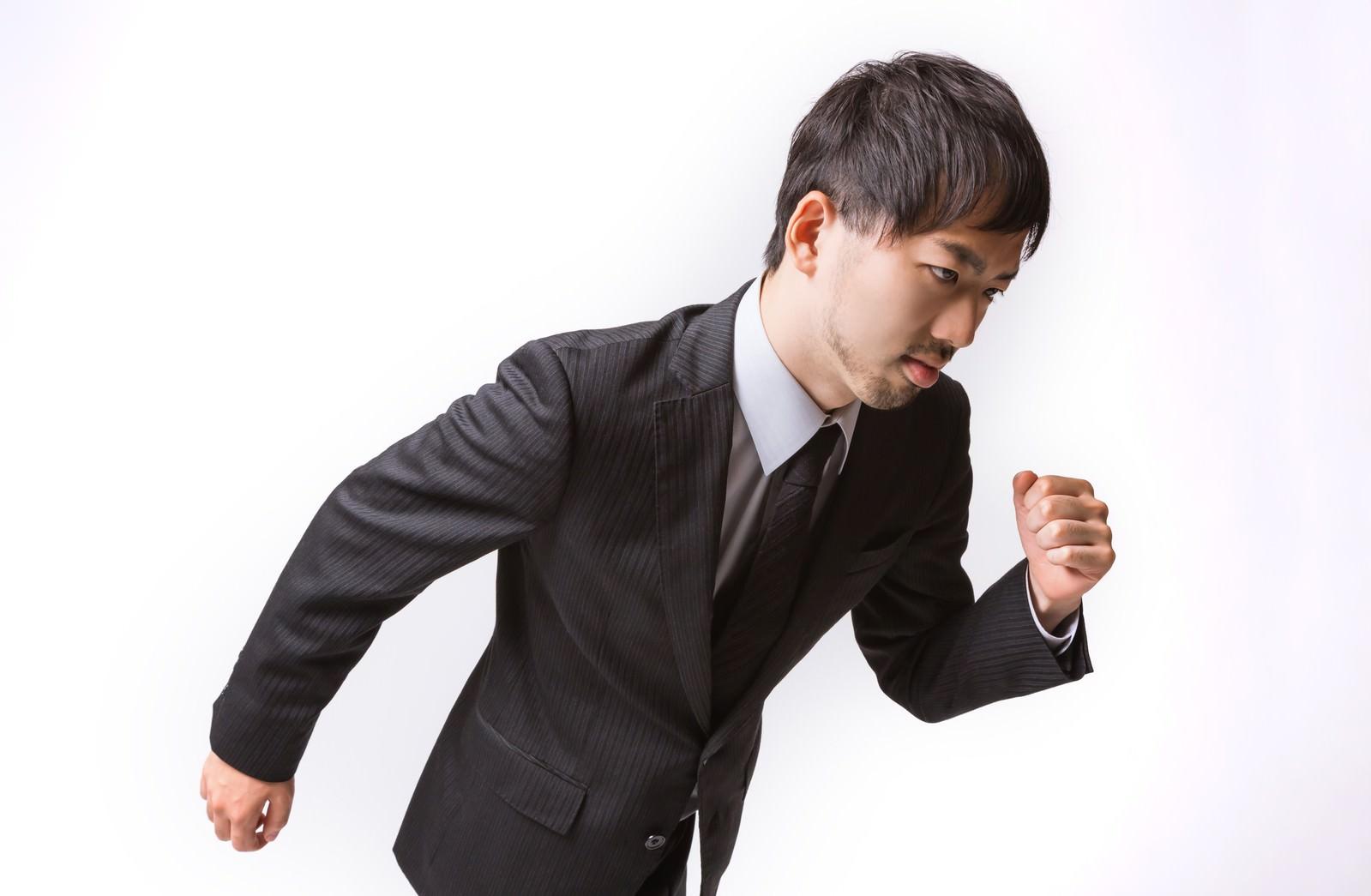 「ダッシュする(走り出す)サラリーマンダッシュする(走り出す)サラリーマン」[モデル:ひろゆき]のフリー写真素材を拡大