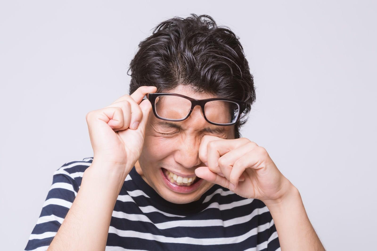 「パソコンやりすぎて目から汗がパソコンやりすぎて目から汗が」[モデル:紳さん]のフリー写真素材を拡大