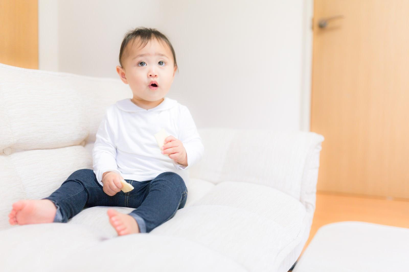 「想定外に戸惑う赤ちゃん」の写真[モデル:Lisa]