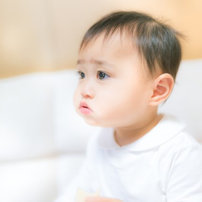 口いっぱいにモグモグ(赤ちゃん)の写真