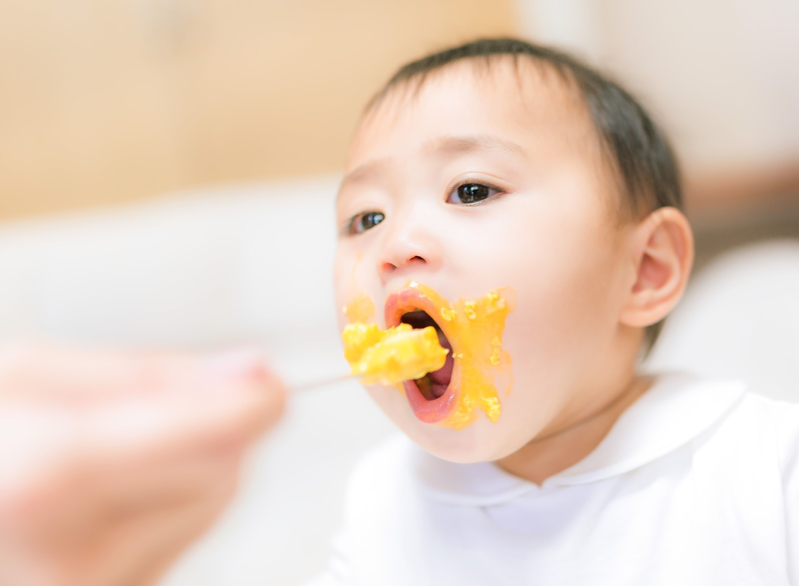 「離乳食で口元ぐちゃぐちゃな赤ちゃん離乳食で口元ぐちゃぐちゃな赤ちゃん」[モデル:Lisa]のフリー写真素材を拡大