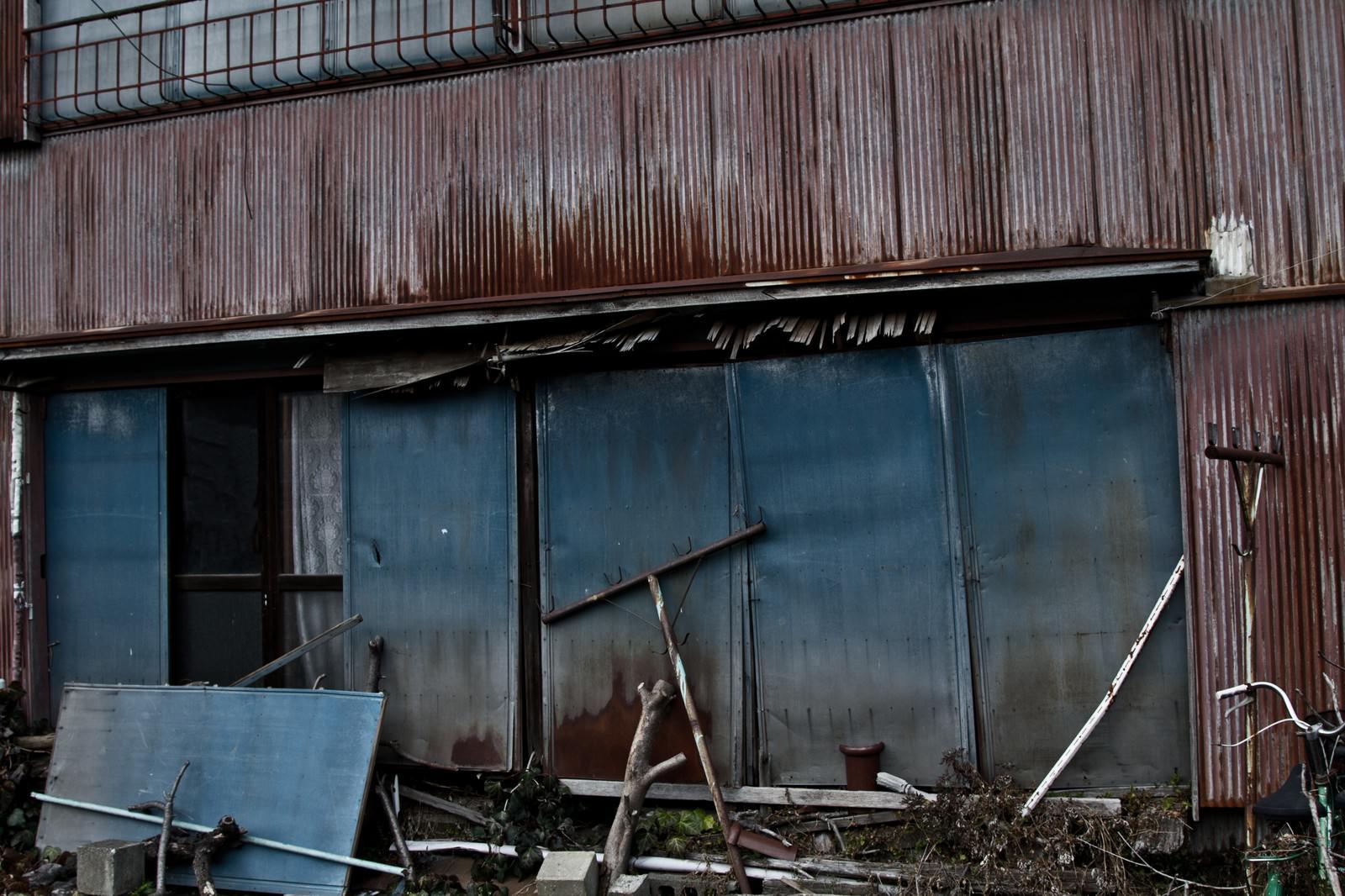 「朽ちたアパート」の写真