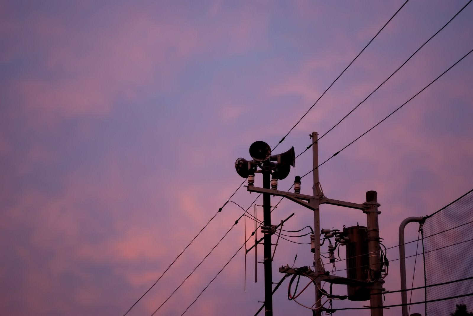 「禍々しい空とサイレン」の写真