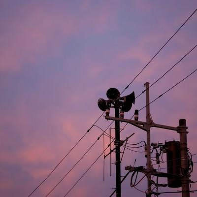 禍々しい空とサイレンの写真