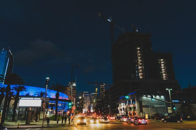 LosAngelesConventionCenter前(夜間)の写真