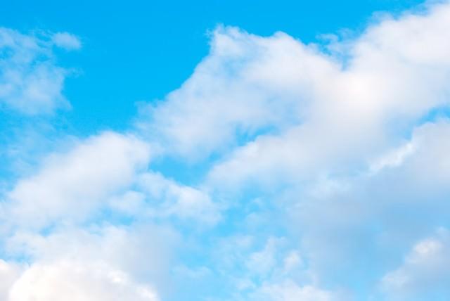 青空とふわふわ雲の写真