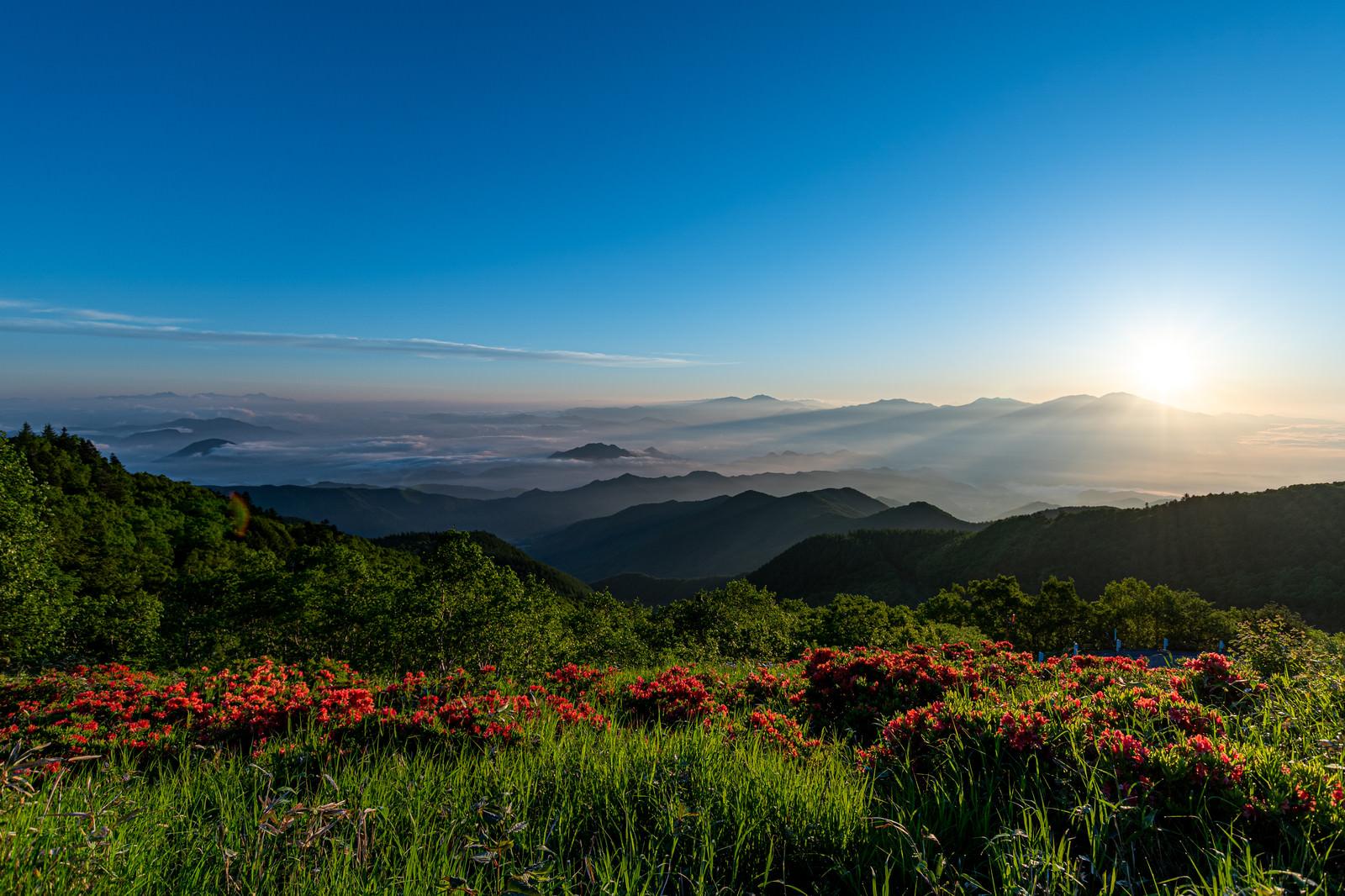 「雲海と山並み」の写真