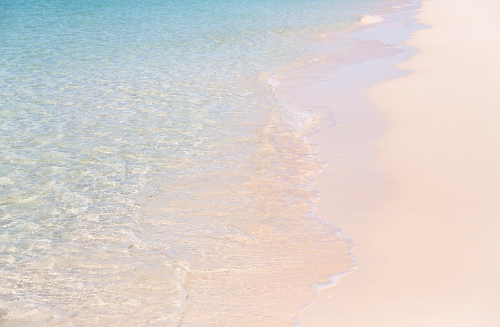「美しい波打ち際(宮古島の前浜ビーチ)」の写真