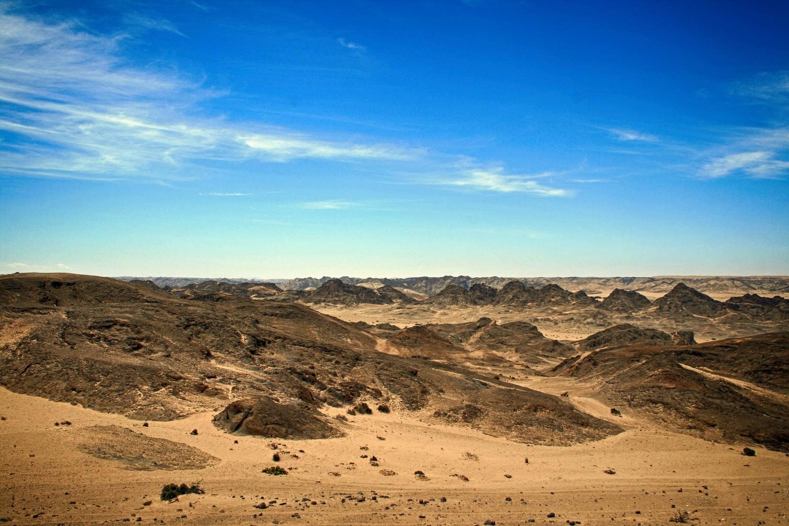 「青空と荒野」の写真