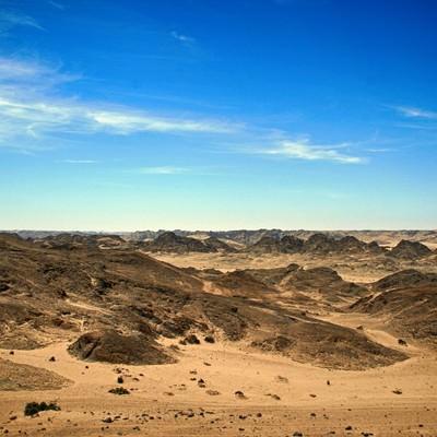 「青空と荒野」の写真素材