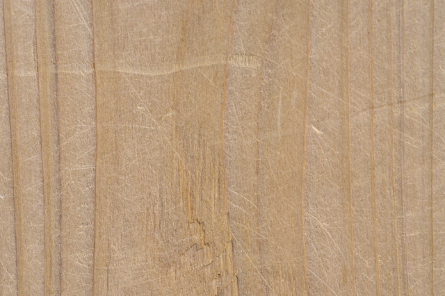 引っ掻いた傷のある木目の写真
