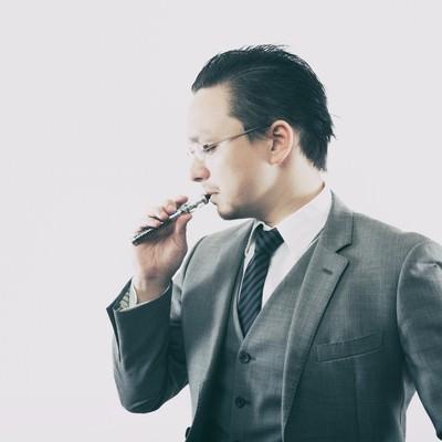 「フレーバーを楽しむビジネスマン」の写真素材