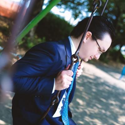 「物思いに耽るビジネスマン」の写真素材