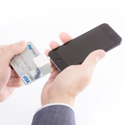 「スマホでクレジットカード決済する(スクエア)」の写真素材