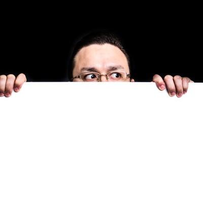「白いボードから顔を出す超大型ドイツ人ハーフ」の写真素材