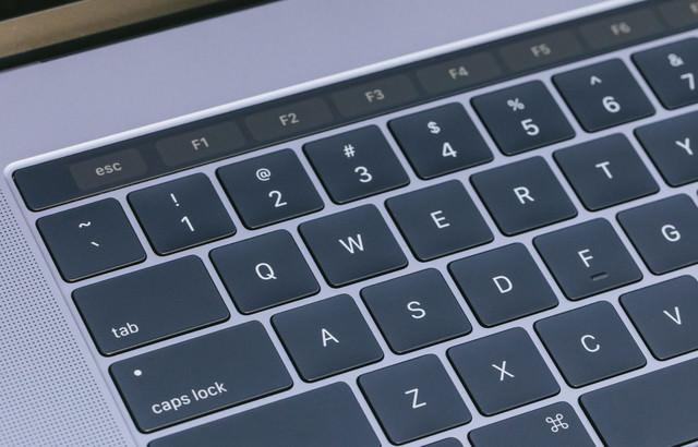 とても薄くてストロークが小さくなったキーボードの写真