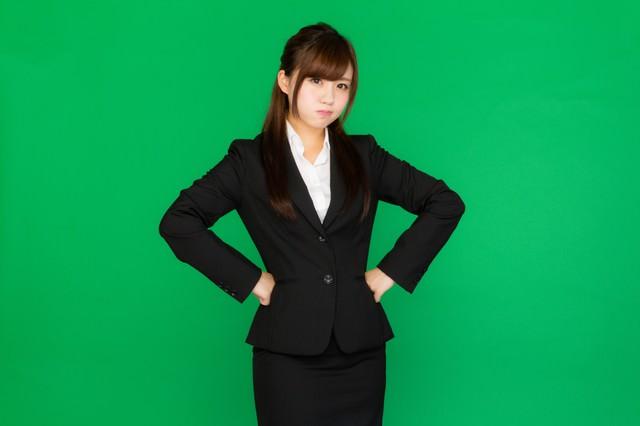 プンプンお怒りビジネス女子(グリーンバック)の写真
