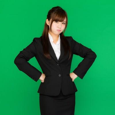「プンプンお怒りビジネス女子(グリーンバック)」の写真素材