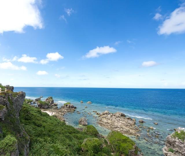 東平安名崎の穏やかな海の写真