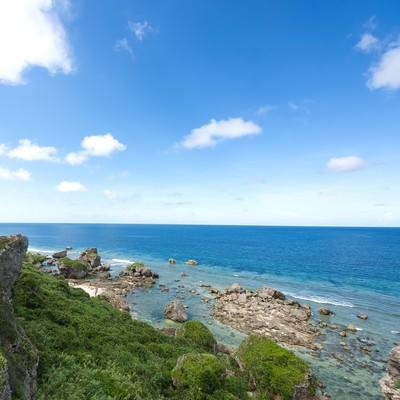 「東平安名崎の穏やかな海」の写真素材