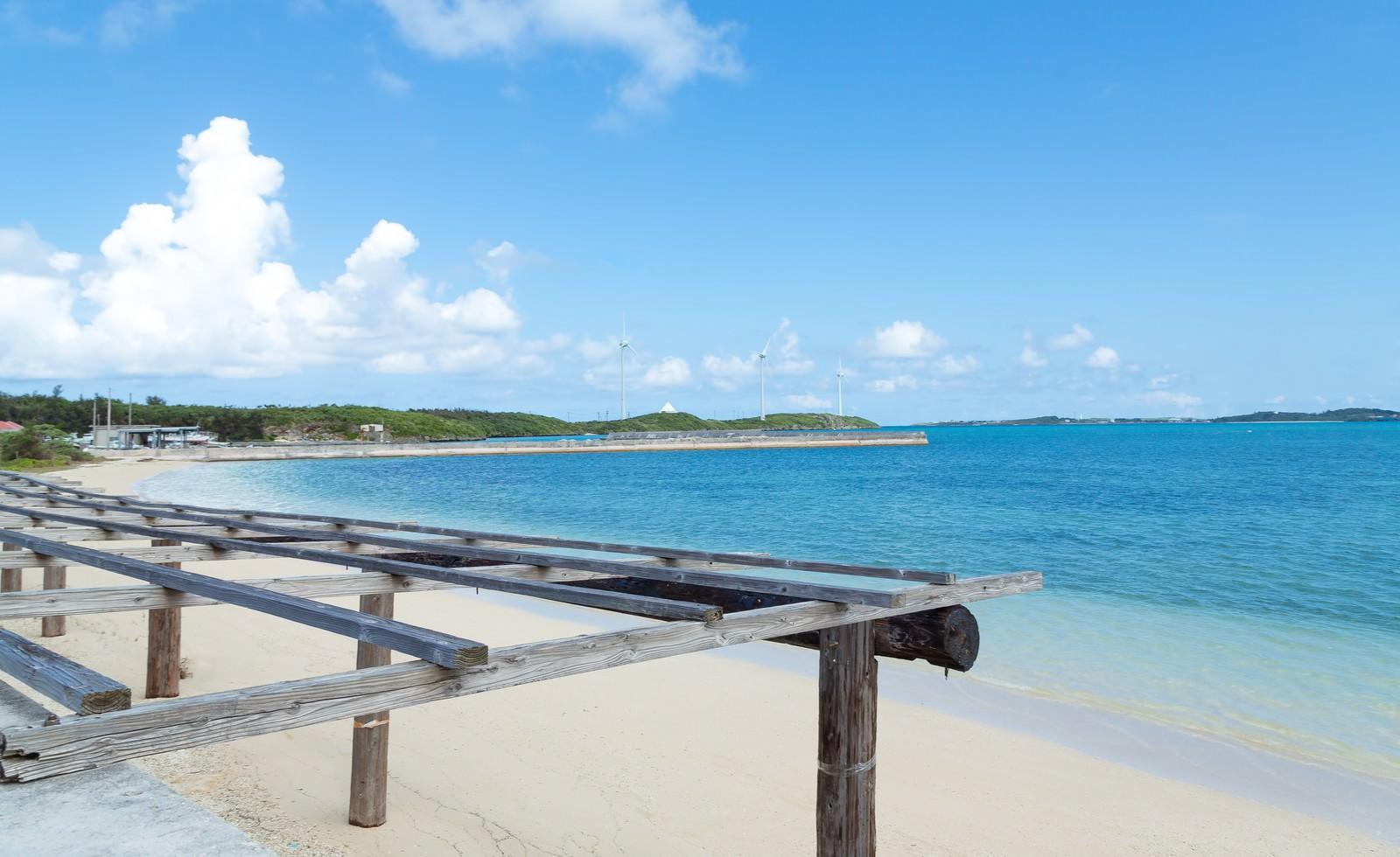 「数十メートルは歩いて行ける遠浅の西の浜」の写真