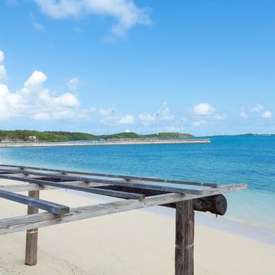 「数十メートルは歩いて行ける遠浅の西の浜」の写真素材