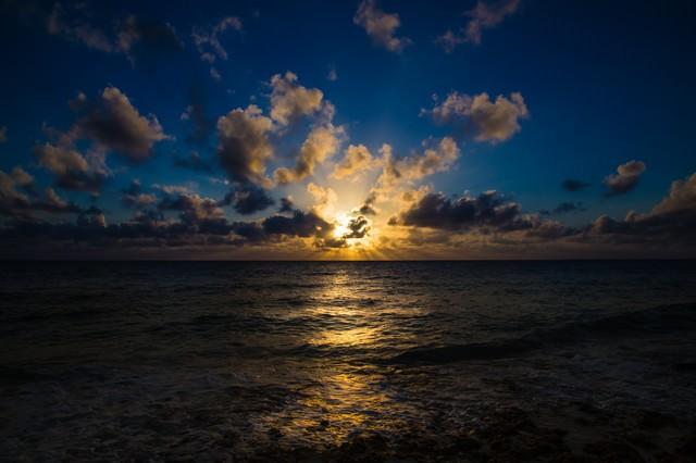宮古島長間浜の夕焼けの写真
