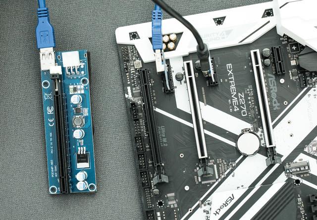 GPUマイニング用にライザーカードを使うの写真