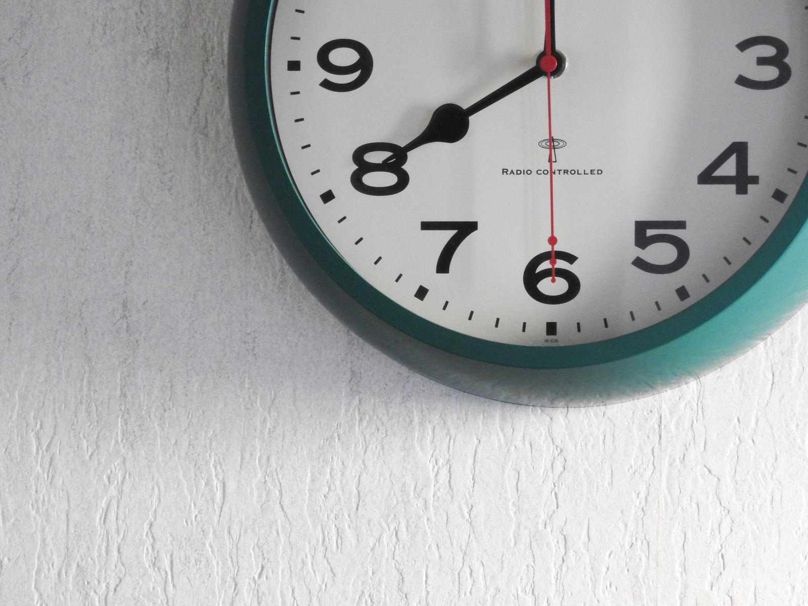 「電波時計(8時をお知らせ)」の写真