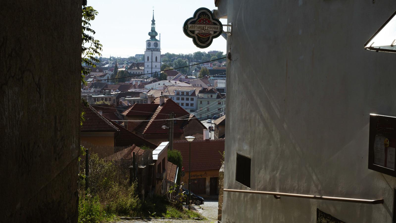 「時計台を望む路地裏(トルシェビーチ市)」の写真