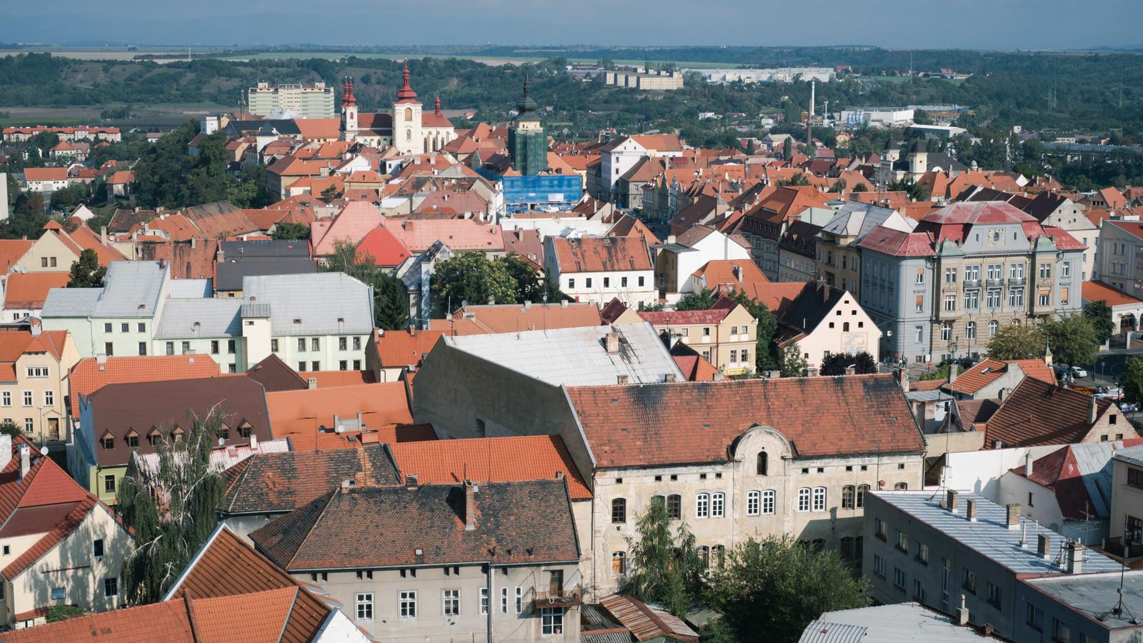 「ジャテツ市街の赤茶色の屋根(チェコ共和国)」の写真
