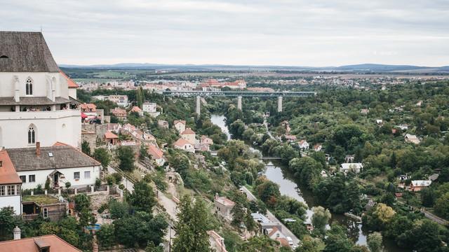 ズノイモ市の町並みと鉄橋(チェコ共和国)の写真