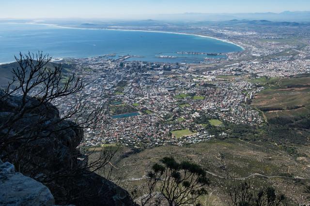 ケープタウンと遠くまで続く海岸線(南アフリカ)の写真