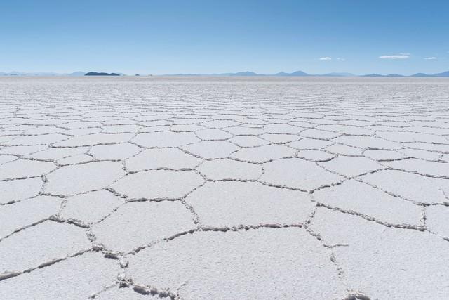 「乾季のウユニ塩湖」のフリー写真素材