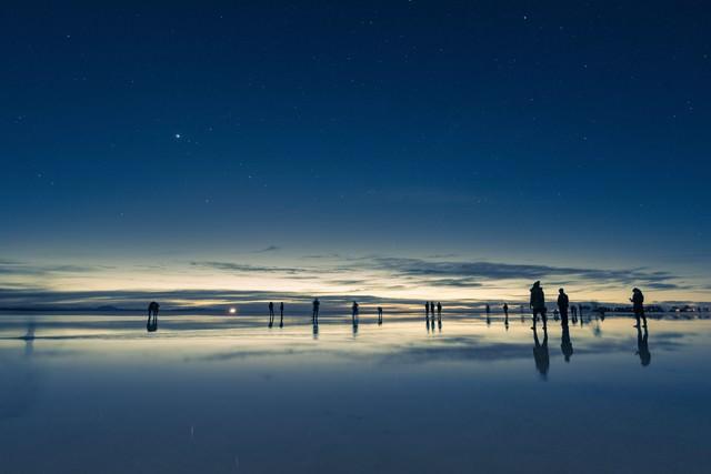 観光客で溢れるウユニ塩湖の写真