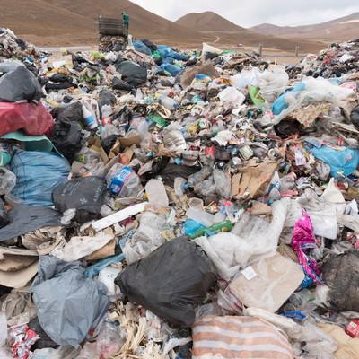 「ウユニ市のゴミ事情」の写真素材