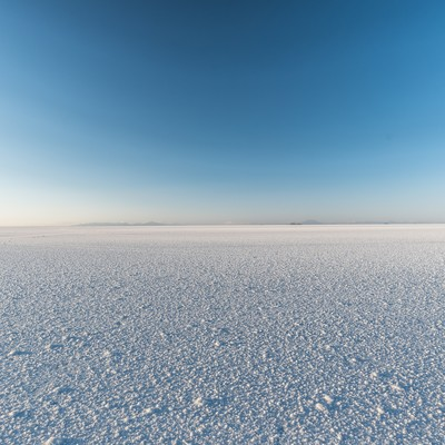 「乾季のウユニ塩湖」の写真素材