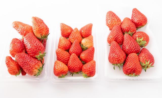 パックで売られていた苺の品種比較(章姫、さがほのか、紅ほっぺ)の写真