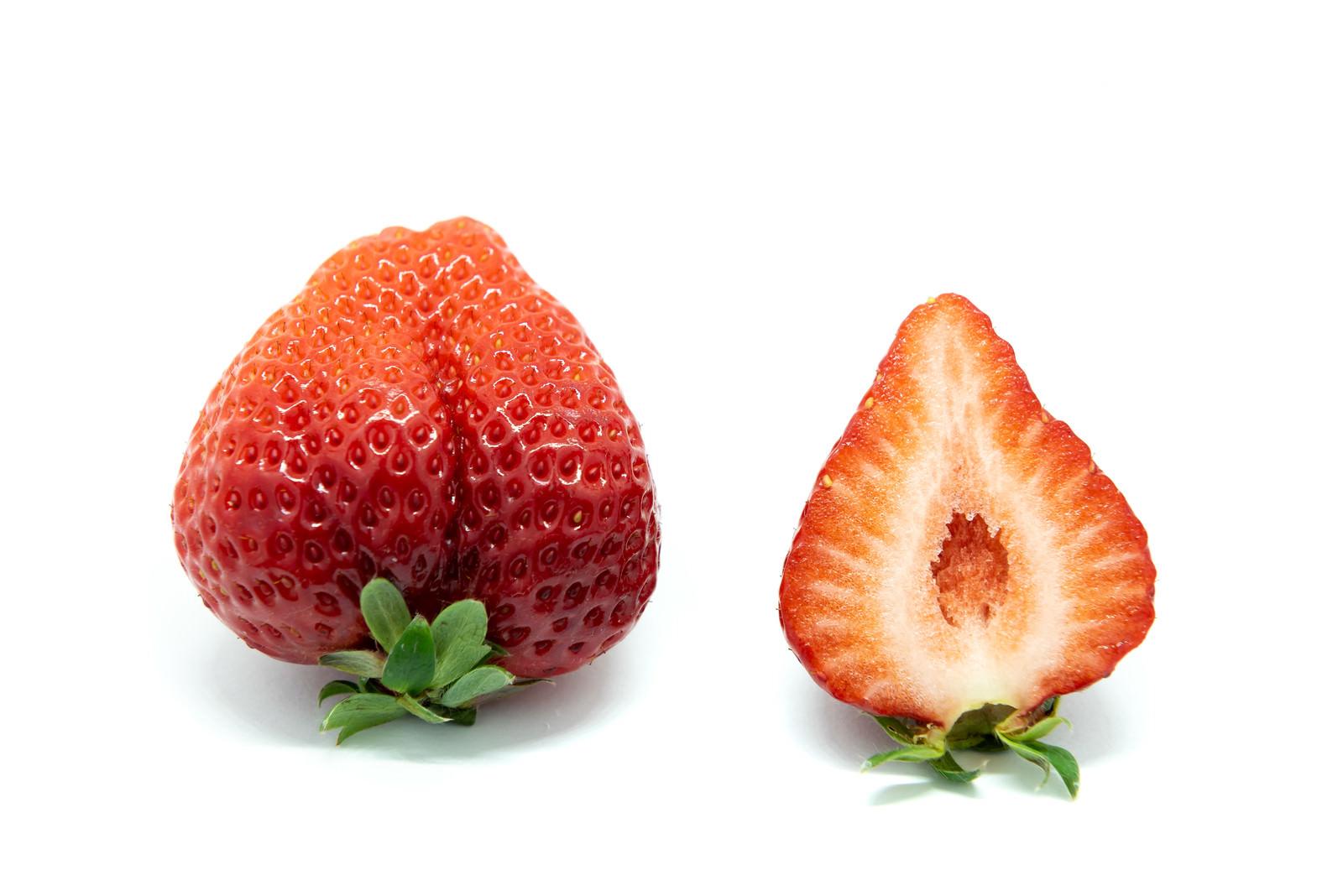 「あまおう(苺)と断面」の写真