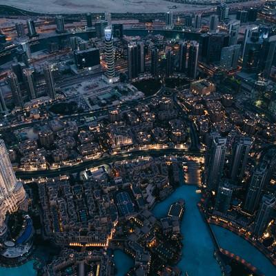超高層階から俯瞰したドバイの夜景の写真