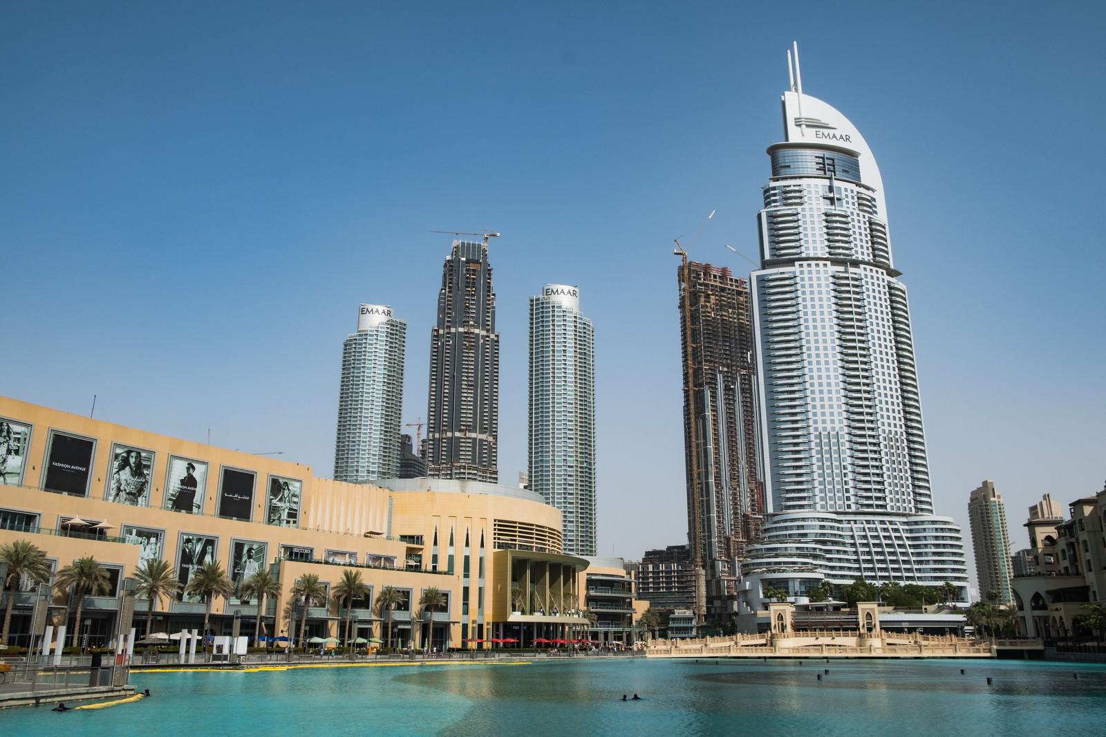 「ドバイ モールと高層ビル群の街並み(ドバイ)」の写真