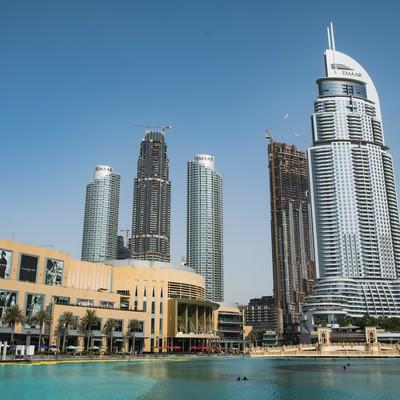 ドバイ モールと高層ビル群の街並み(ドバイ)の写真