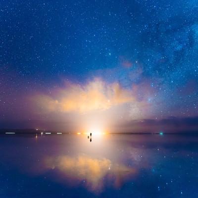 「夜が明ける(ウユニ塩湖)」の写真素材